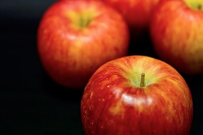 並べられたりんご