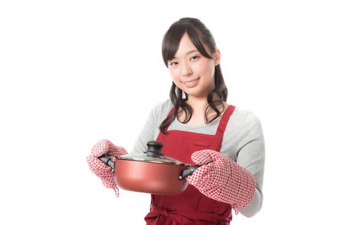 手料理を振る舞ってくれる彼女