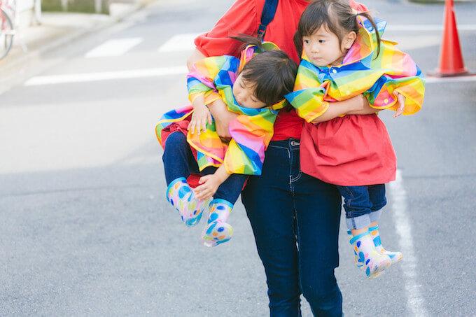 女の子2人とお母さん